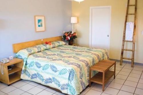 Flamingo Bay Hotel and Marina bedroom