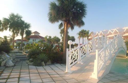 Flamingo Bay Hotel and Marina bridge over pool