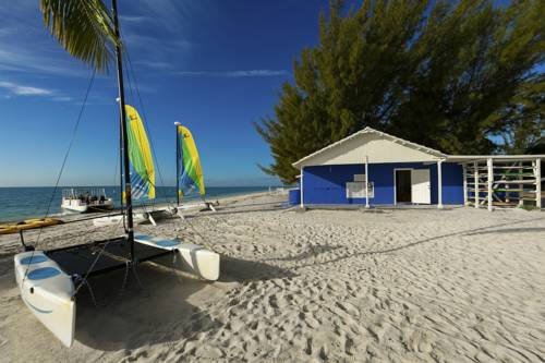 viva-wyndham-fortuna-beach-beach