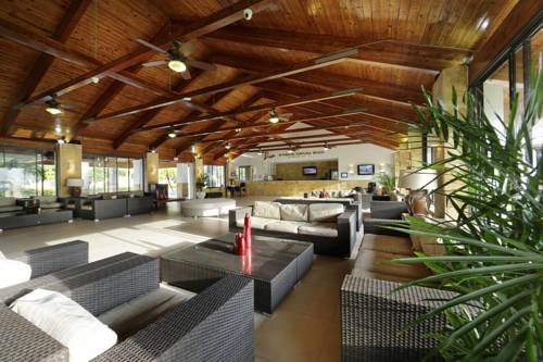 viva-wyndham-fortuna-beach-lobby